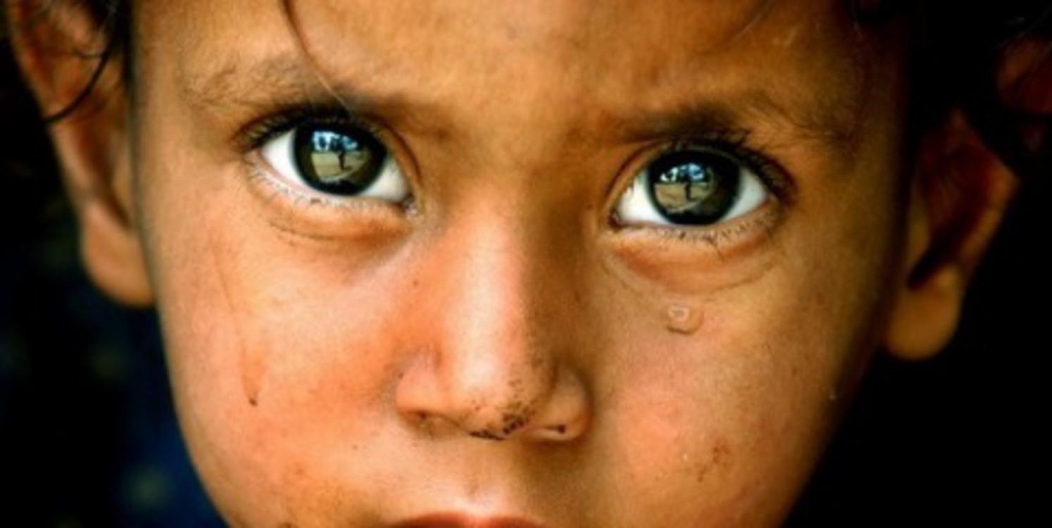 Плачущий ребенок на войне фото